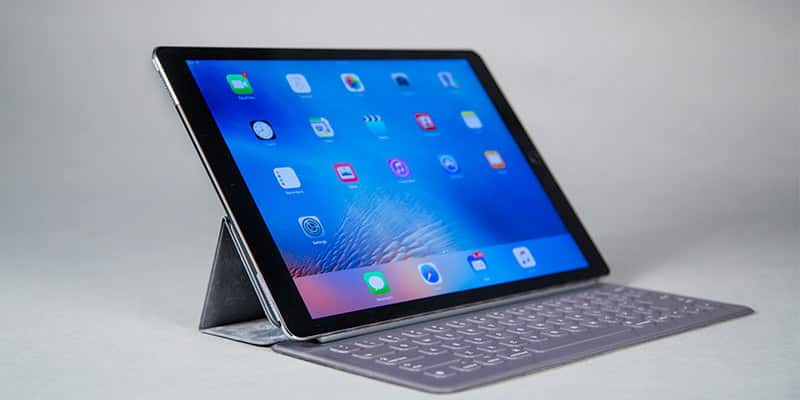 advantages and disadvantages of ipad on As with anything else, teachers have seen some pros and cons with this  with  the ipad, students can communicate the teachers and other.